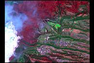 Extent of Los Alamos fire seen by Landsat 7