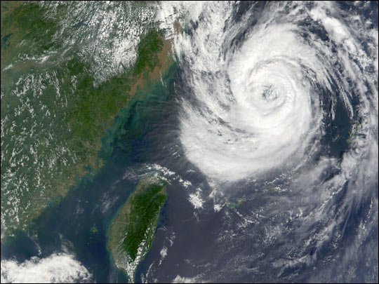 Typhoon Nari Approaches China