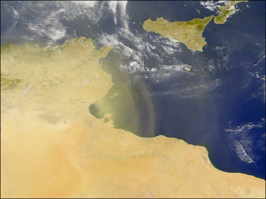 Dust Streams from Tunisia
