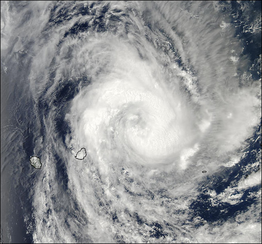 Cyclone Crystal Approaches Mauritius