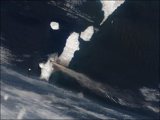 Eruption of Chikurachki Volcano in Kuril Islands
