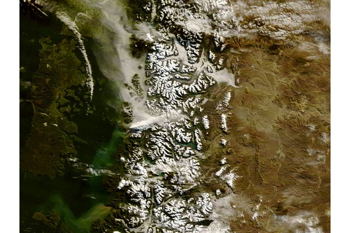 Ash plume from Chaiten volcano, Chile - selected image