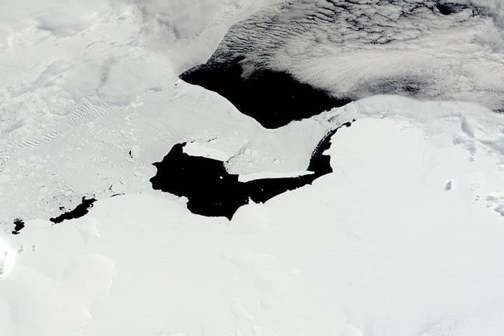 Icebergs B15F and B15K off the Princess Martha Coast, Antarctica - selected image