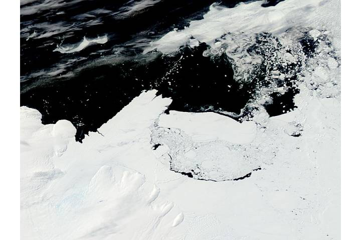 Mertz Glacier tongue and Iceberg B9B (before collision) - selected image
