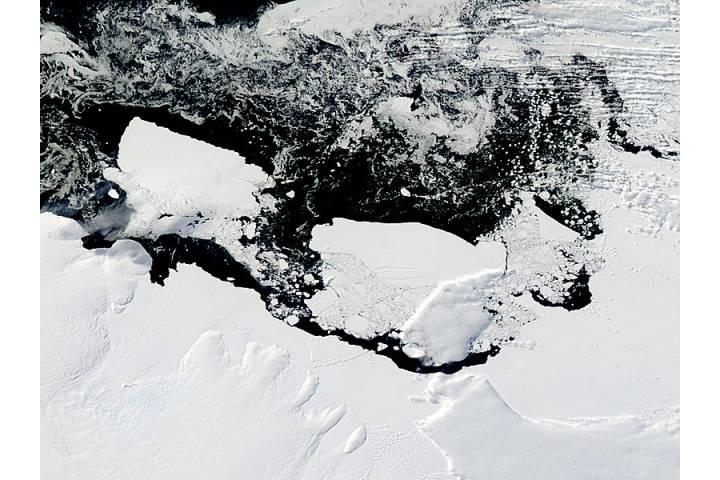 Mertz Glacier tongue and Iceberg B9B (after collision) - selected image