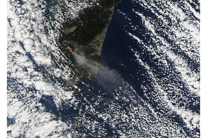 Ash plume from Shinmoe-dake, Kirishima complex, Japan - selected image