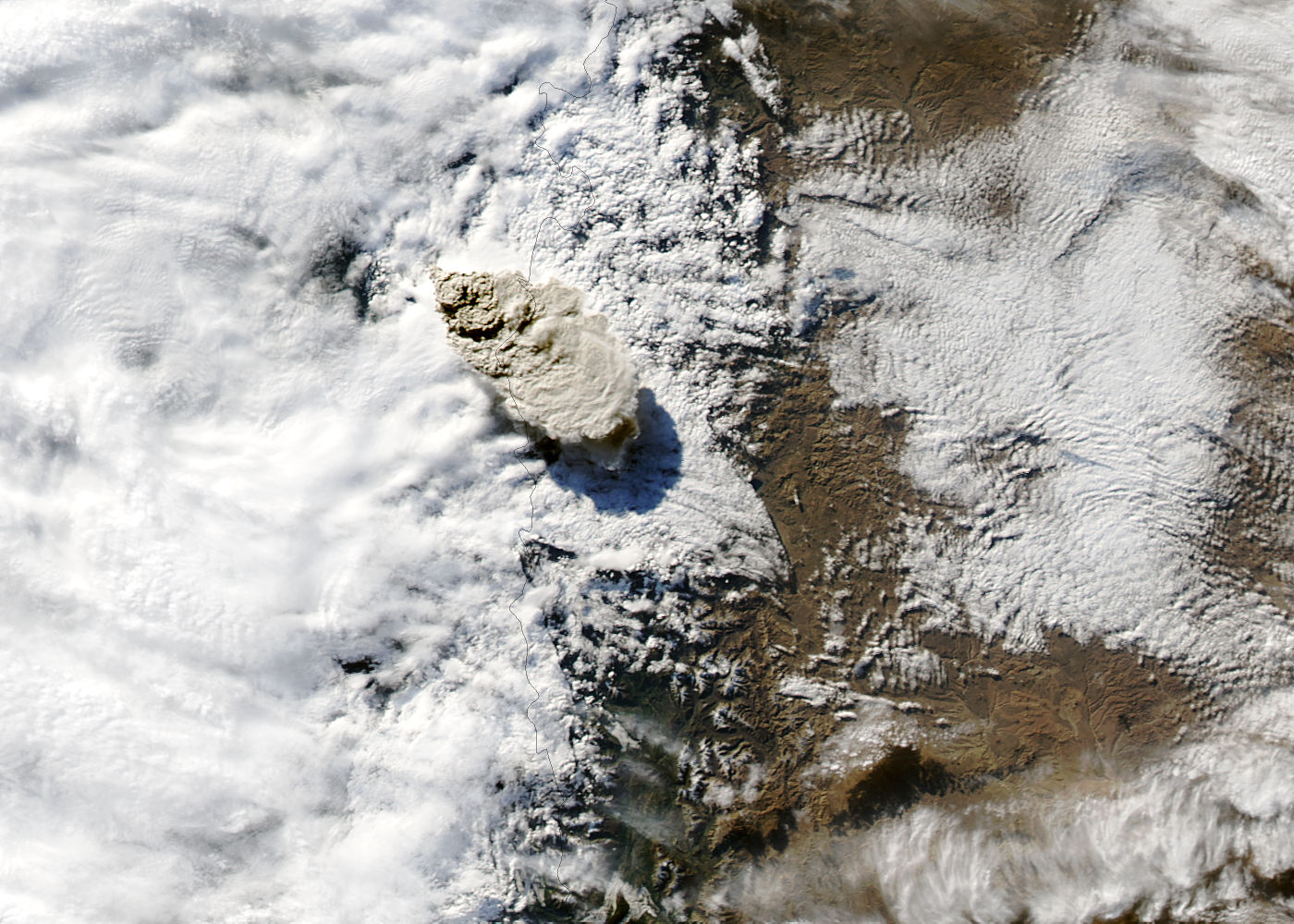 Eruption of Puyehue-Cordón Caulle volcano, Chile - related image preview