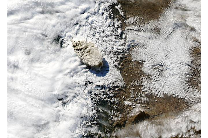 Eruption of Puyehue-Cordón Caulle volcano, Chile - selected image