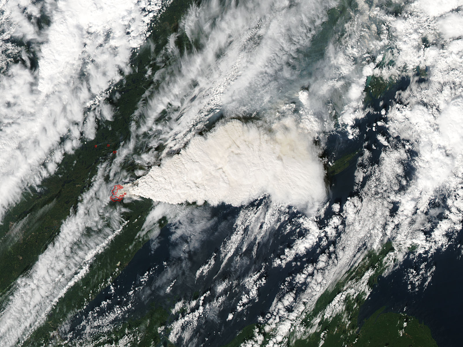 Pyrocumulus plume from fires in Minnesota (afternoon overpass) - related image preview