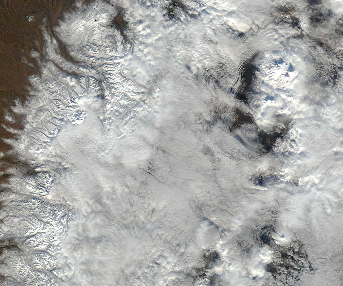 Plume from Kizimen, Kamchatka Peninsula, eastern Russia (true color) - related image preview