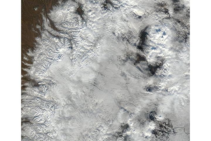 Plume from Kizimen, Kamchatka Peninsula, eastern Russia (true color) - selected image