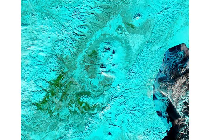 Plume from Plosky Tolbachik, Kamchatka Peninsula, eastern Russia (false color) - selected image