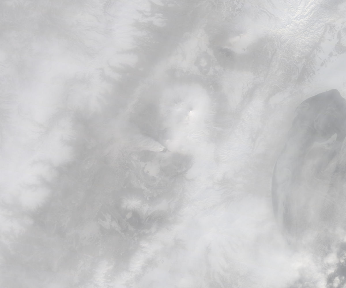 Plume from Plosky Tolbachik, Kamchatka Peninsula, eastern Russia (morning overpass, true color) - related image preview