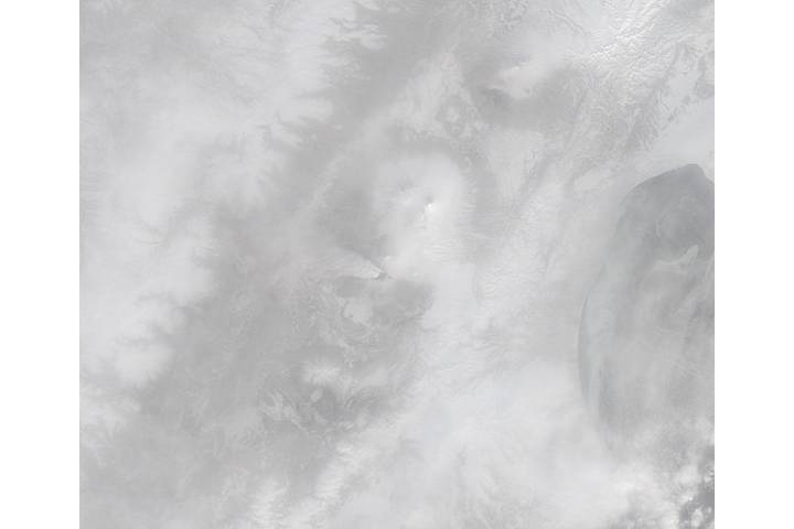 Plume from Plosky Tolbachik, Kamchatka Peninsula, eastern Russia (morning overpass, true color) - selected image