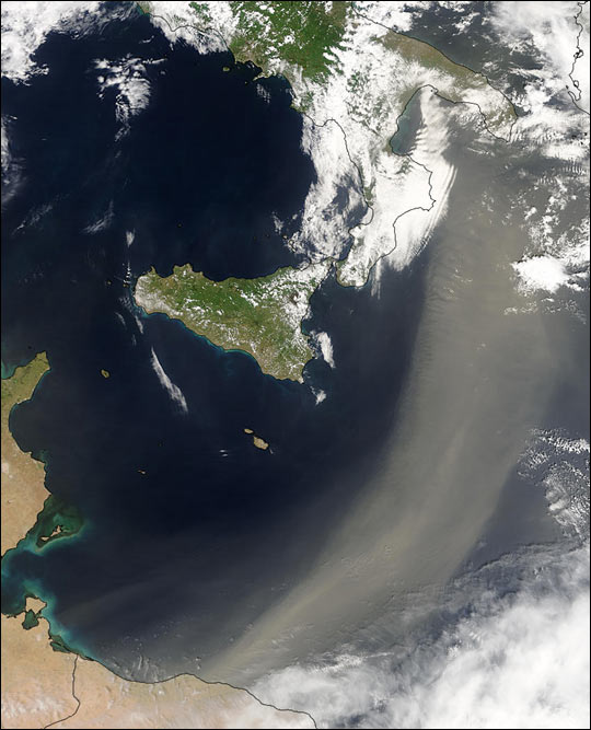 River of Dust Flows from Africa to Italy
