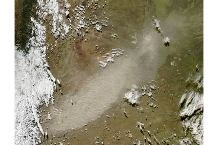 Resuspended ash from Calbuco volcano, Chile - selected image