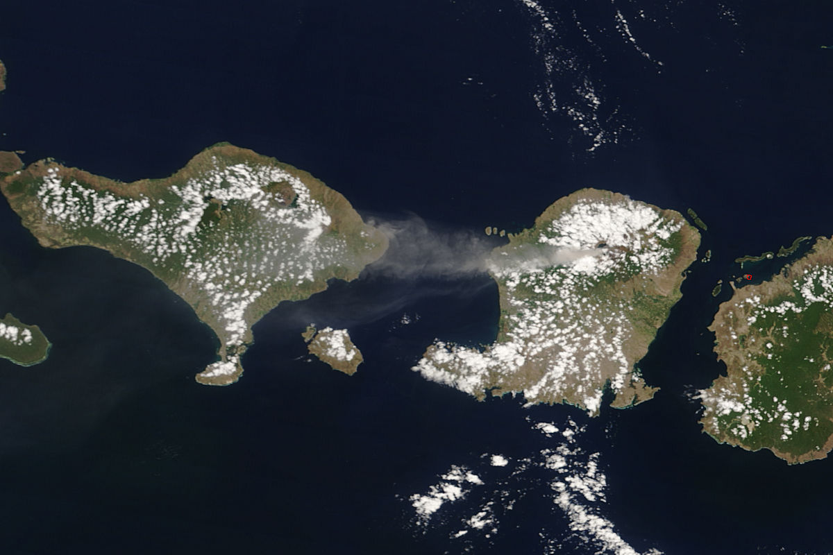 Plume from Rinjani, Lombok, Indonesia - related image preview