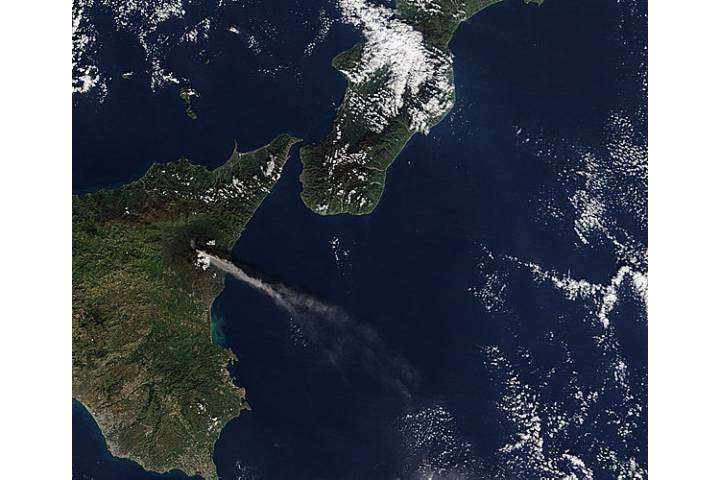 Activity at Mt. Etna and Stromboli (morning overpass) - selected image