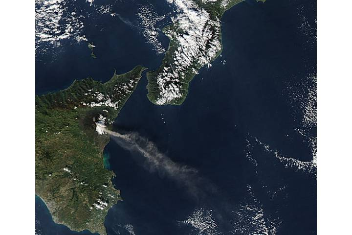 Activity at Mt. Etna and Stromboli (afternoon overpass) - selected image
