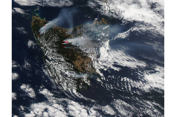 Fires and smoke in Tasmania - selected image