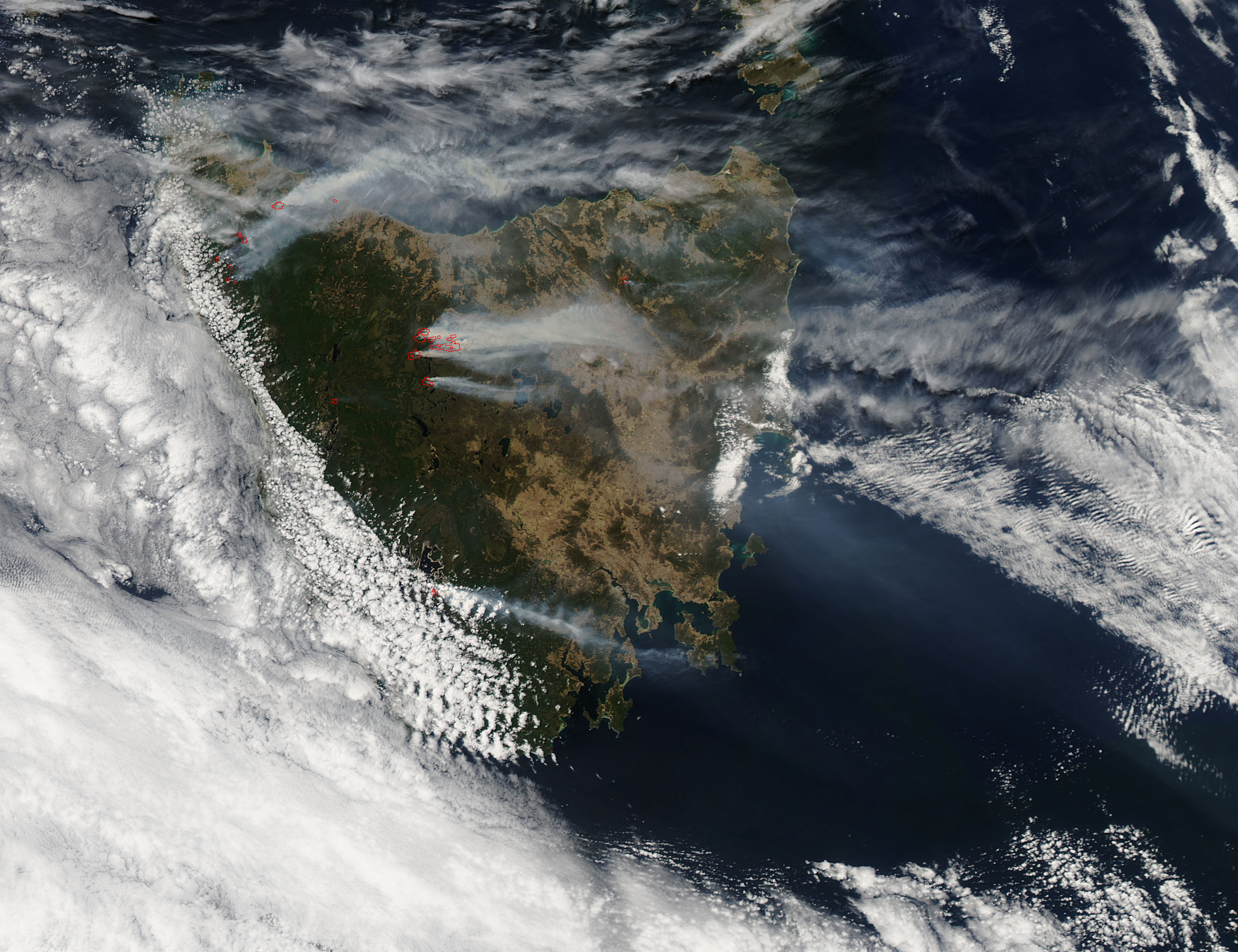 Fires and smoke in Tasmania (afternoon overpass) - related image preview