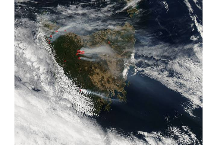 Fires and smoke in Tasmania (afternoon overpass) - selected image