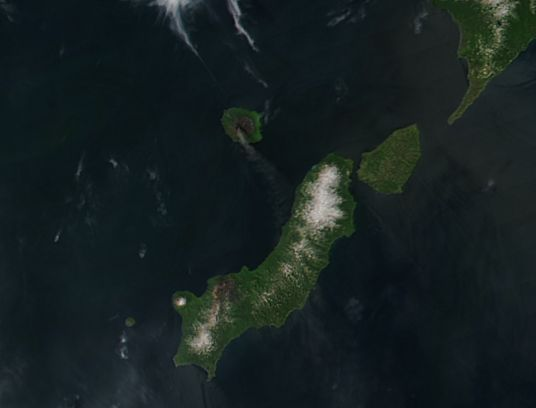 Plume from Alaid, Atlasov Island, Kuril Islands - related image preview