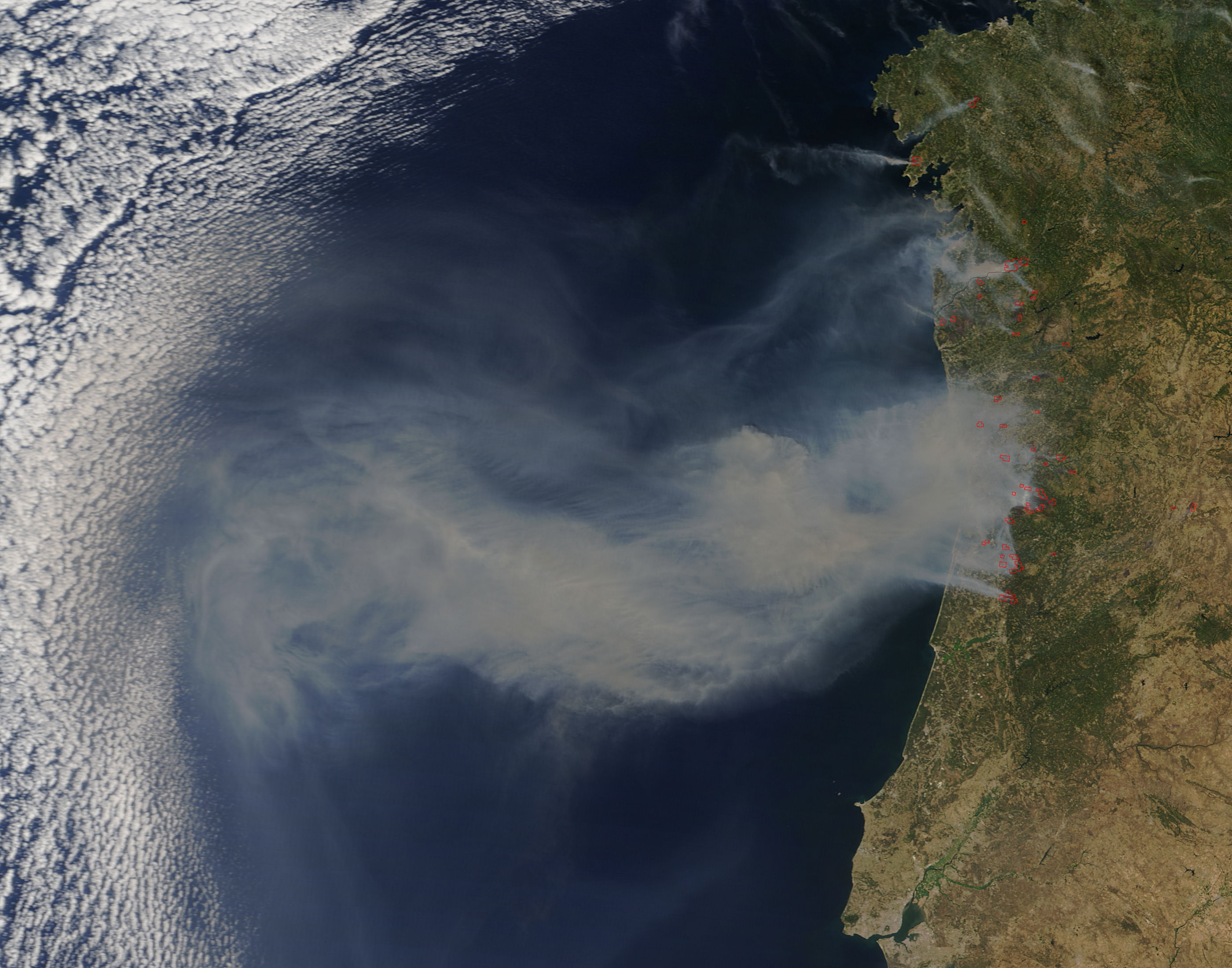 Smoke from fires in Portugal - related image preview