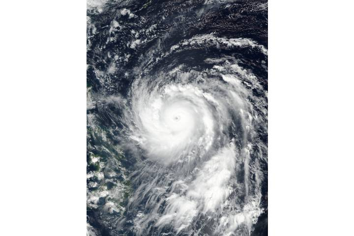 Super Typhoon Haima (25W) approaching the Philippines - selected image