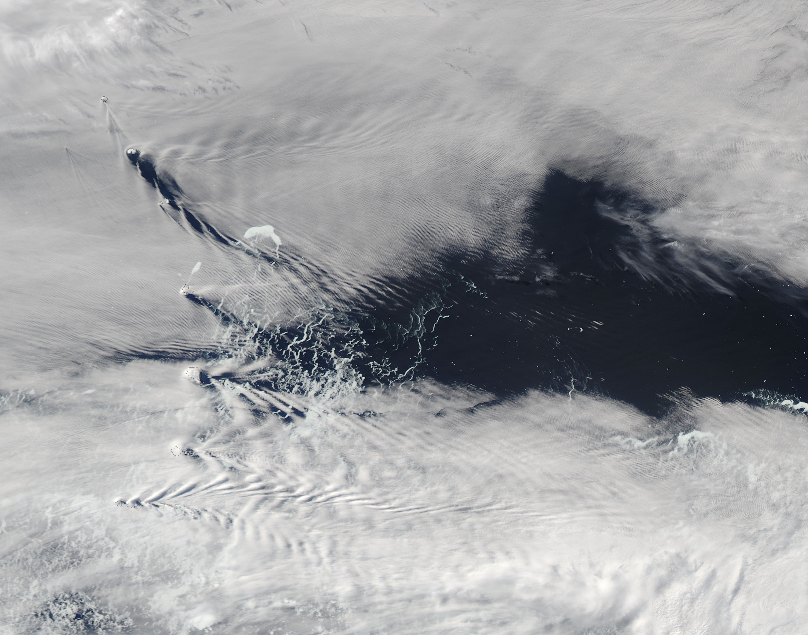 Ship-wave-shape wave clouds induced by South Sandwich Islands - related image preview