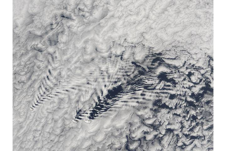 Ship-wave-shaped wave clouds induced by the Crozet Islands (morning overpass) - selected image