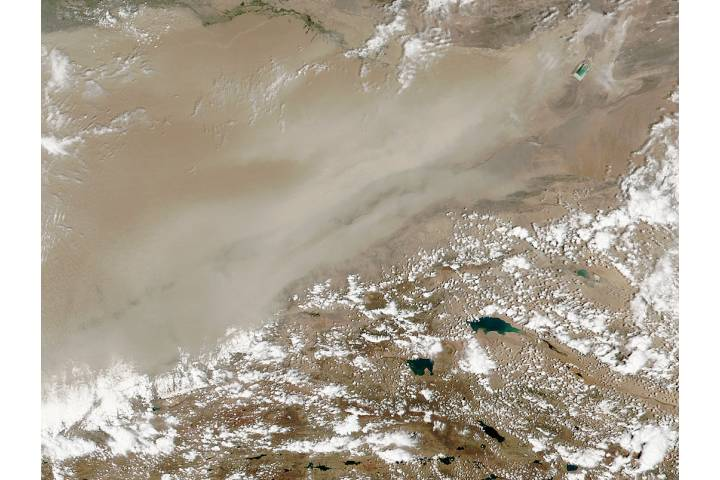 Dust storm in the eastern Taklimakan Desert, Western China - selected image