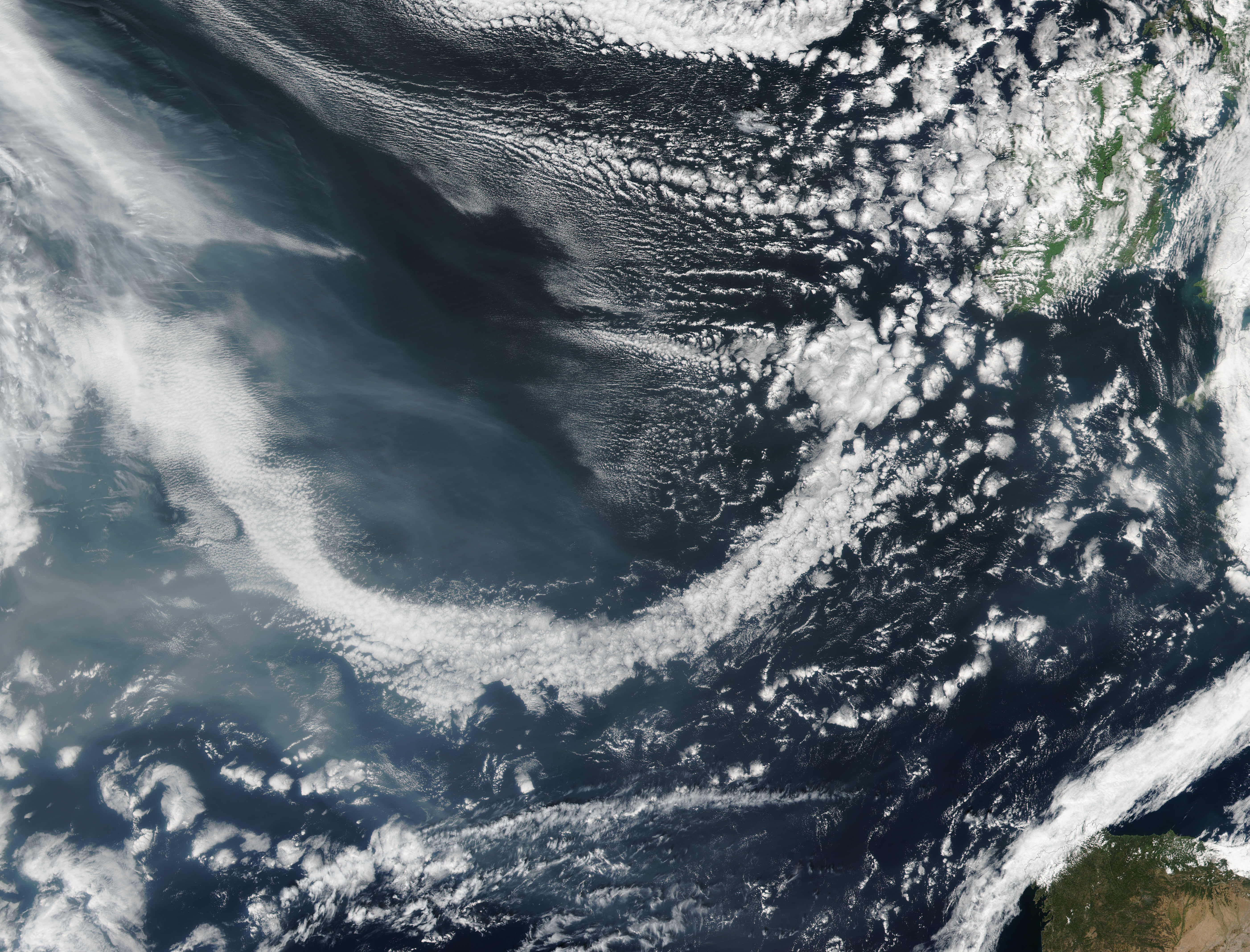 Smoke from western North America approaching Europe - related image preview