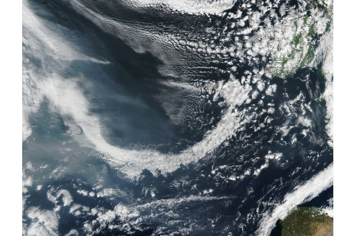 Smoke from western North America approaching Europe - selected image