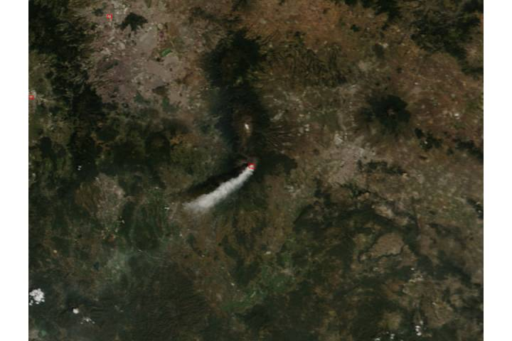 Ash plume from Popocatépetl volcano, Mexico - selected image