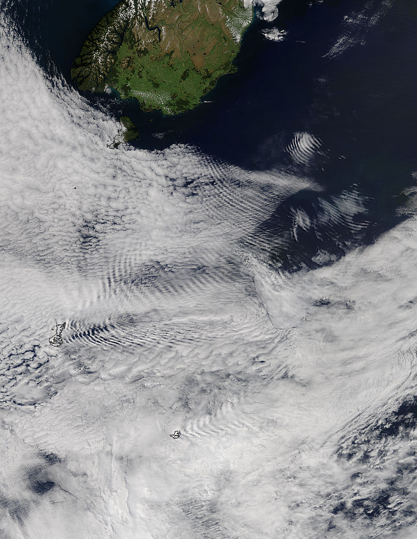 Ship-wave-shape wave clouds induced by the Auckland Islands - related image preview