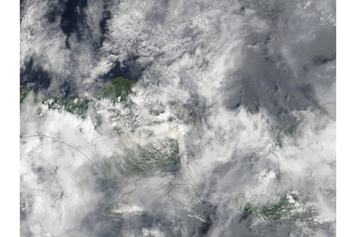 Plume from Agung volcano, Bali, Indonesia - selected image
