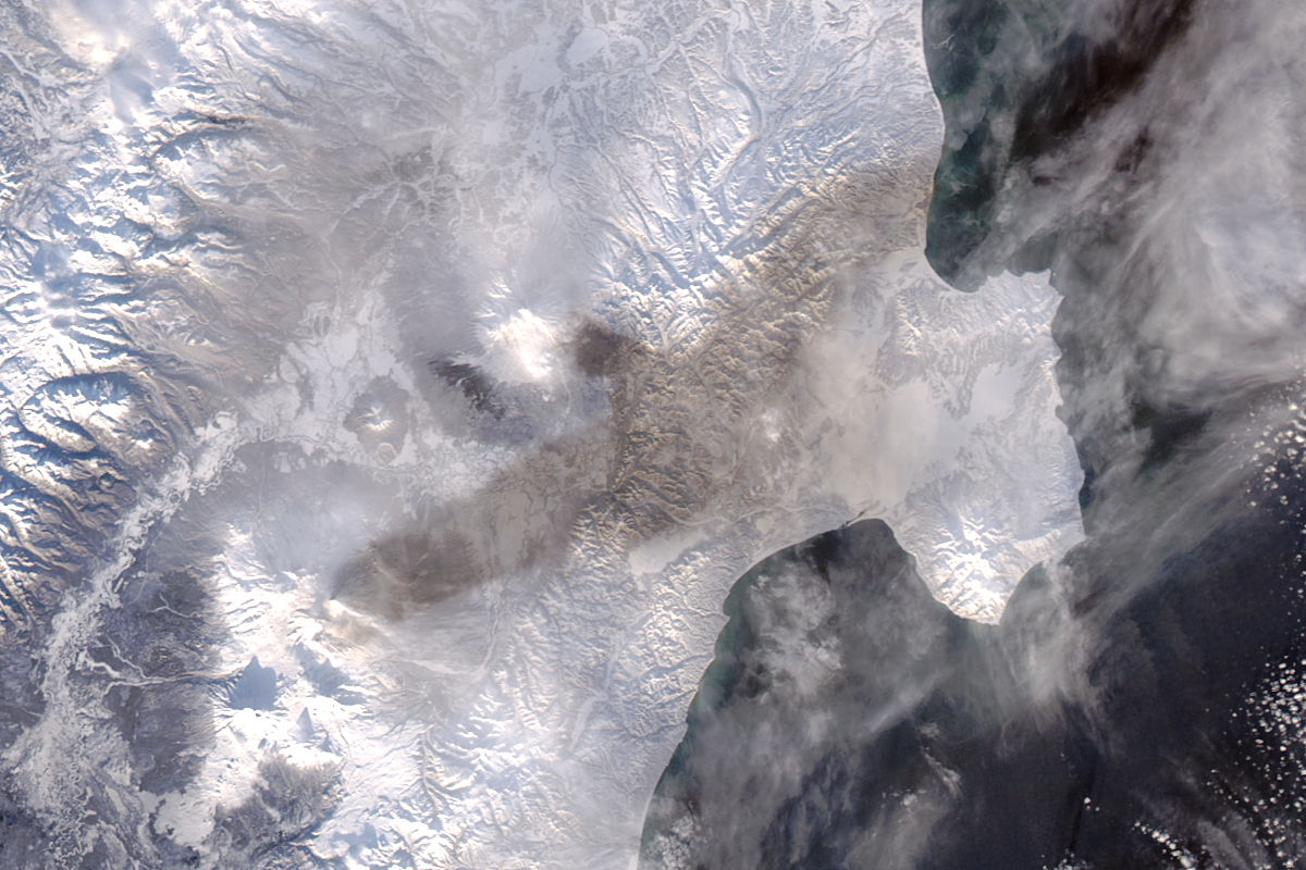 Ash on snow from eruption of Bezymianny - related image preview