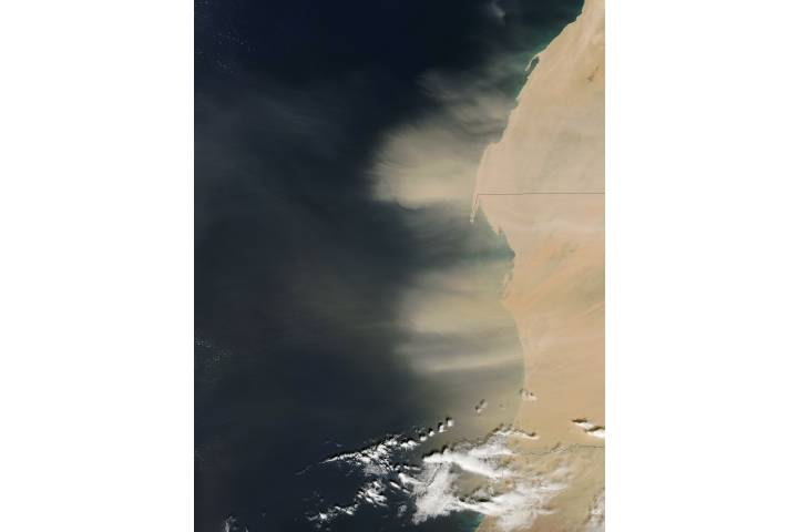 Dust storm off West Africa (afternoon overpass) - selected image