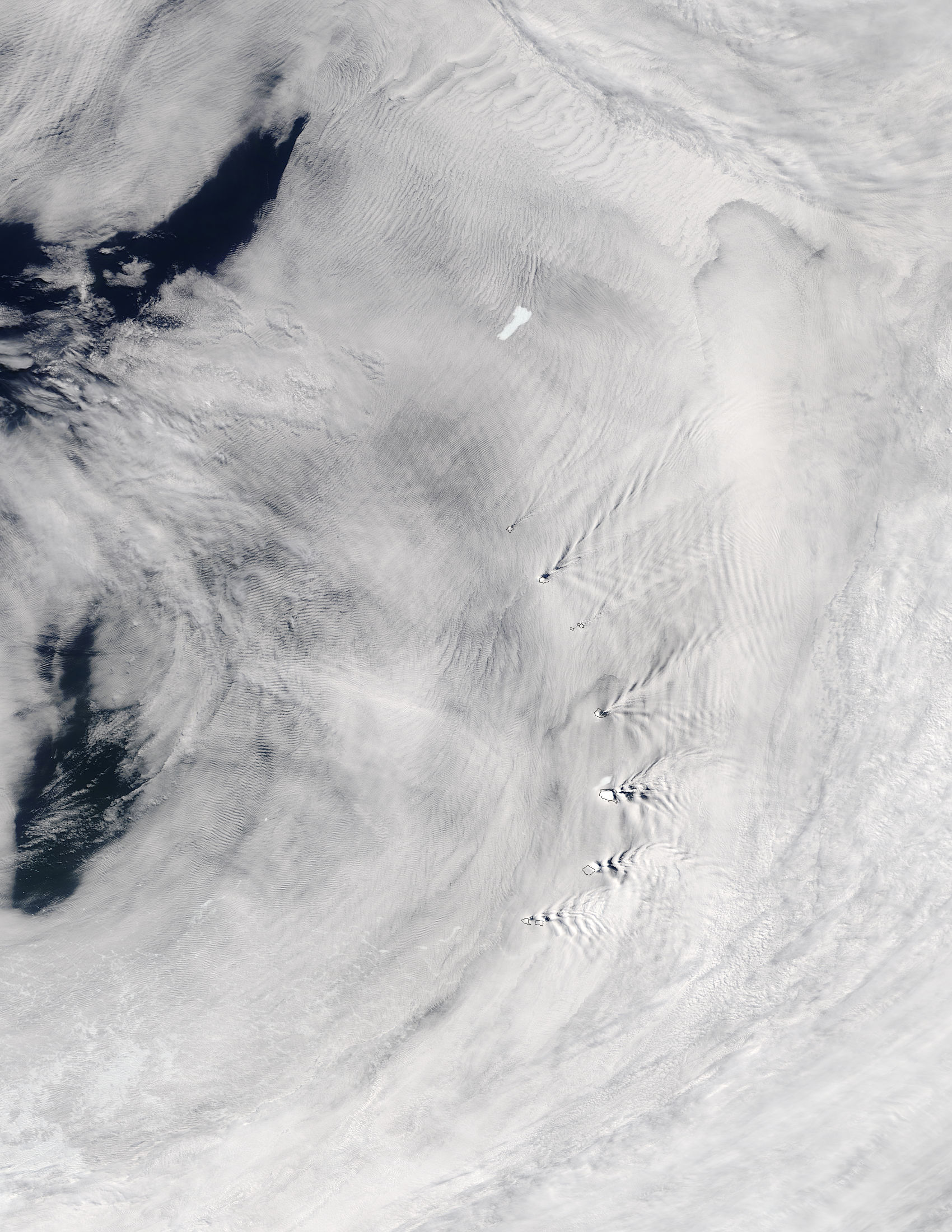 Ship-wave-shape wave clouds induced by South Sandwich Islands and Iceberg B09D - related image preview