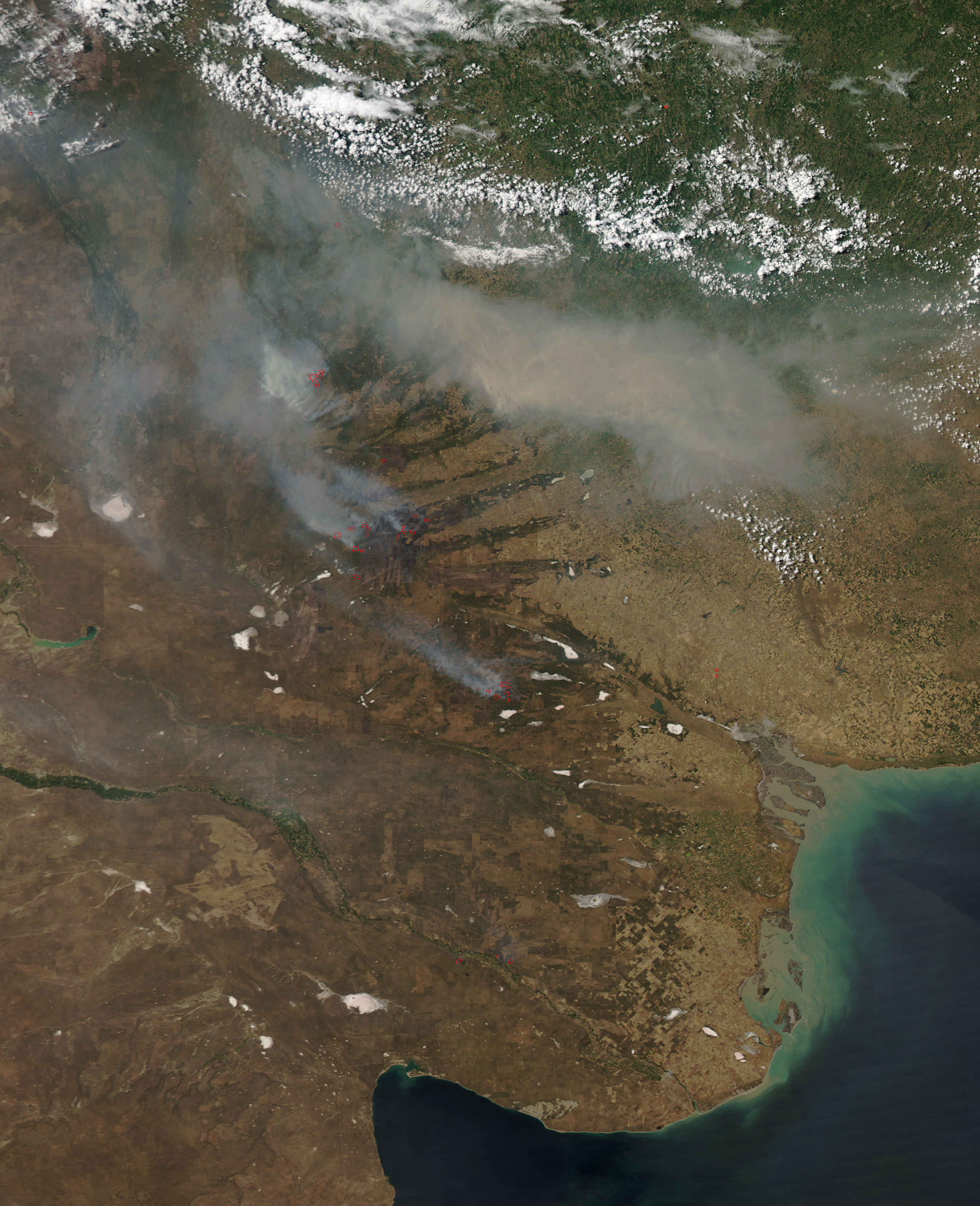 Fires and smoke in central Argentina - related image preview