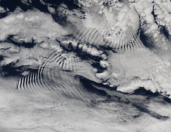Ship-wave-shaped wave clouds induced by Macquarie Island - related image preview