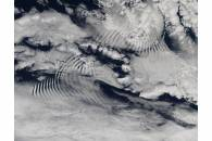 Ship-wave-shaped wave clouds induced by Macquarie Island