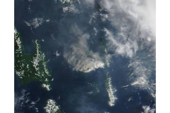 Plume from Aoba volcano, Vanuatu - selected image