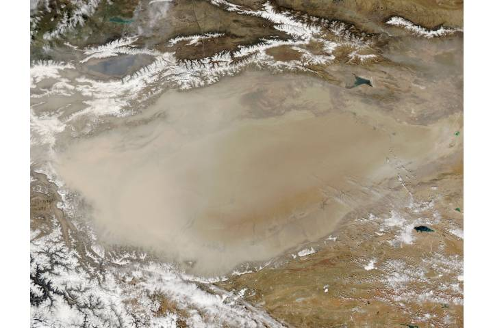Dust storm in Taklimakan Desert, Western China - selected image