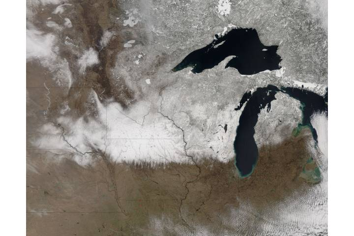 Spring snow across the upper midwest United States - selected image