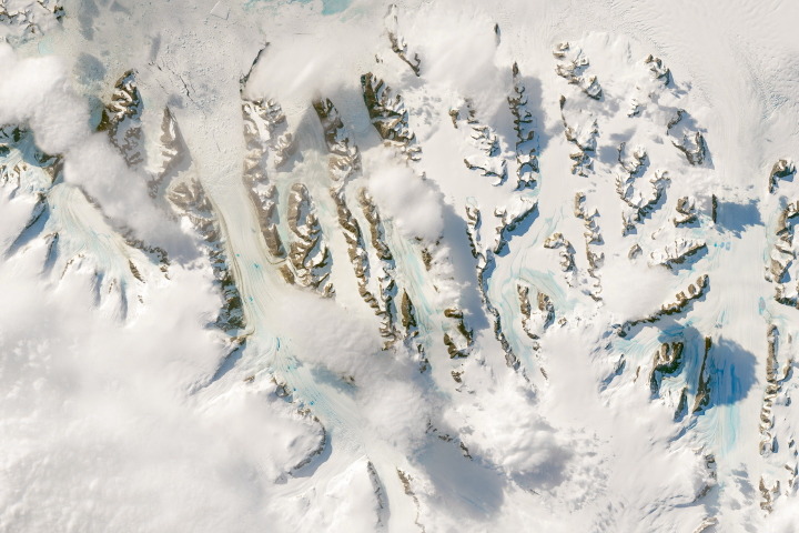 Warm Winds Trigger Melting in Antarctica - selected image