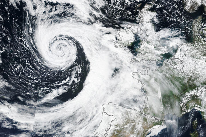 Cyclone-like Storm Approaches Northwest Europe