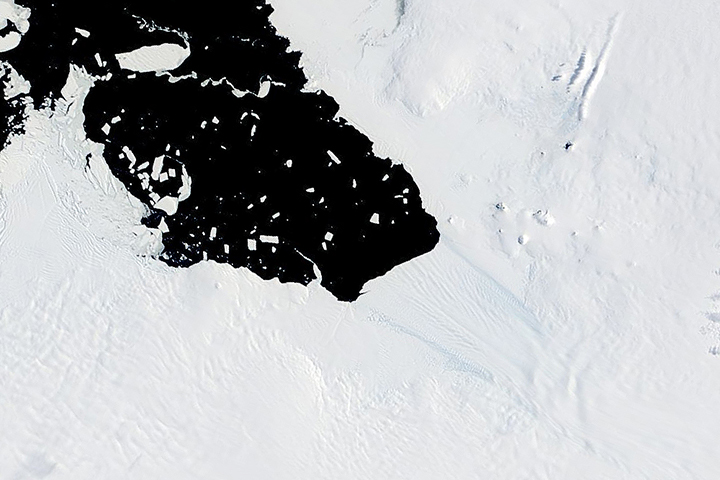 Two Decades of Change at Pine Island Glacier