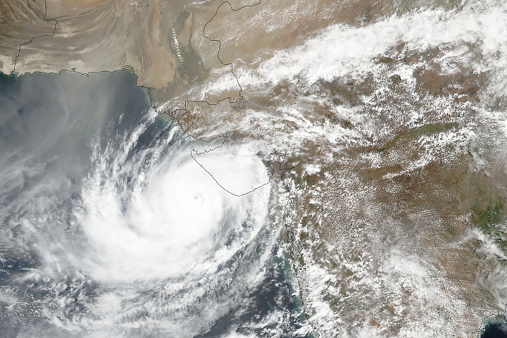 Cyclone Vayu Approaches Western Coast of India - selected image